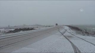 İstanbul'da kar sürprizi! Beyaza büründü