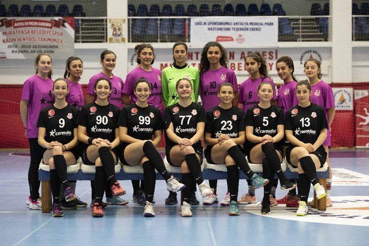 Muratpaşa kadın hentbol genç takımı ilk maçında galip