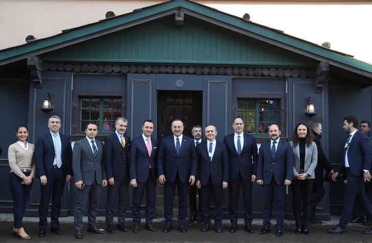 Çavuşoğlu, Davos'ta 'Türkiye Evi'ni ziyaret etti