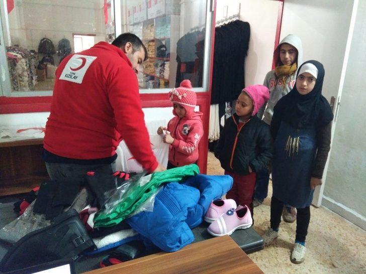 Tel Abyad Sevgi Mağazası sevindiriyor