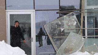 Hastane girişinde çatı çöktü! Yaralılar var
