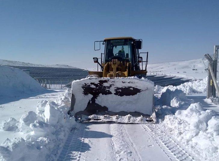 Tepabaşı'nın kırsalda karla mücadelesi sürüyor
