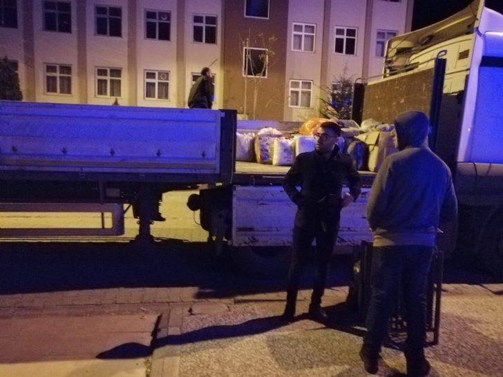 Bingöl'de vatandaşlar Elazığ'a yardım tırı gönderdi