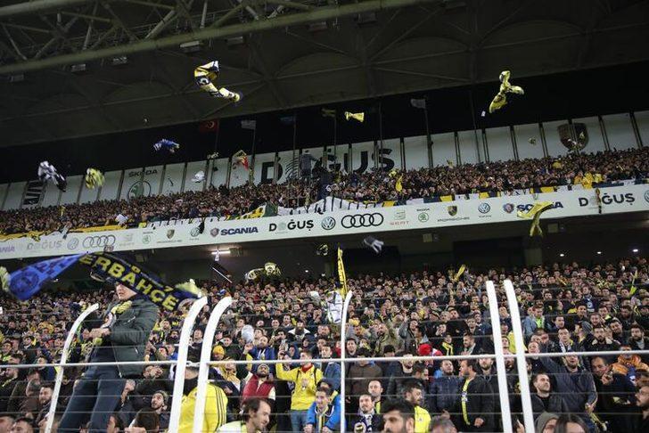 Fenerbahçe taraftarından depremzedelere atkılı destek