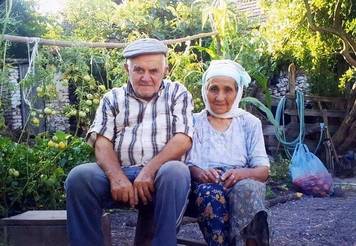 68 yıldır evli çift, 10 dakika arayla yaşamını yitirdi