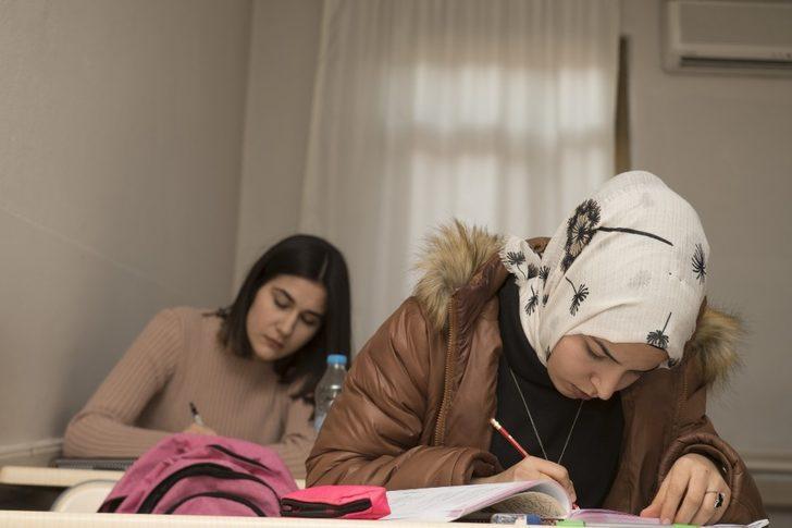 Mersin Büyükşehir Belediyesi, 4 bin 200 öğrenciye ücretsiz kurs hizmeti veriyor