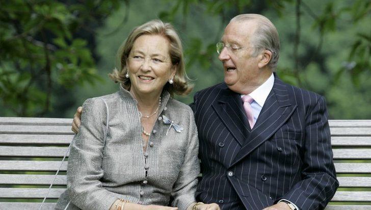 Eski Belçika Kralı, evlilik dışı bir çocuğu olduğunu kabul etti