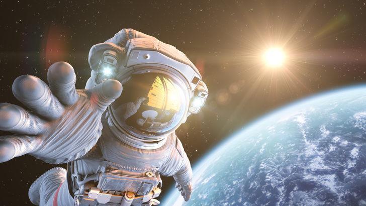 ASTRONOTLAR NEDEN HEP BEYAZ GİYER?