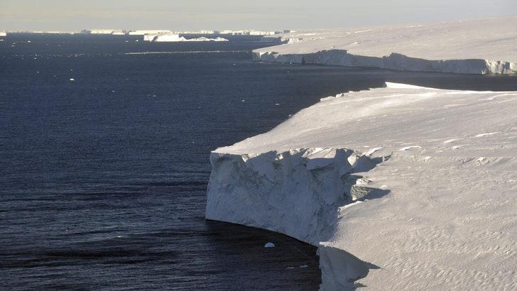 Küresel ısınma: Antarktika'daki 'Kıyamet Günü' buzulu neden hızla eriyor?