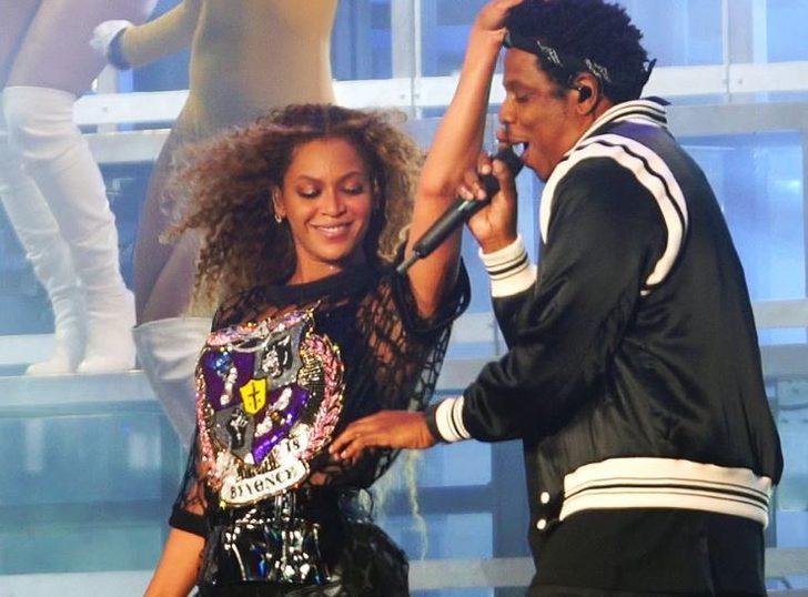 Beyonce ve Jay-Z ulusal marşta ayağa kalkmayınca tepki yağdı