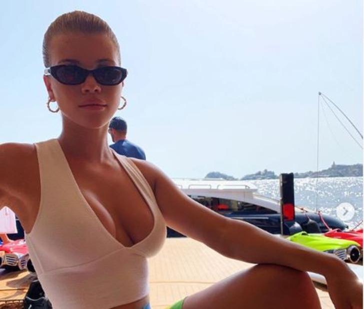 Kourtney Kardashian'ı eski eşinin sevgilisi Sofia Richie rest çekti!