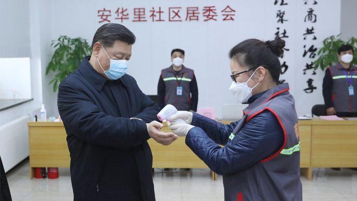 Çin Devlet Başkanı Şi Jinping koronavirüsün en çok ölüme yol açtığı günde maskeyle dolaştı