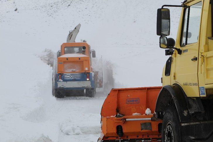 Elazığ'da kar nedeniyle 19 köy yolu kapalı