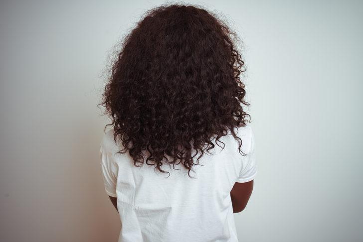 Saçları yüzünden okula alınmayan kız tazminat kazandı!