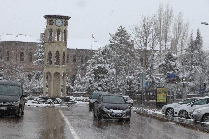 Aksaray'da kar yağışı nedeniyle eğitime 1 gün ara verildi