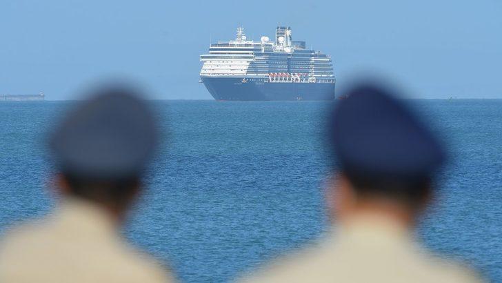 Covid-19: Koronavirüs korkusu nedeniyle beş limana yanaşmasına izin verilemeyen gemi Kamboçya'ya demirledi