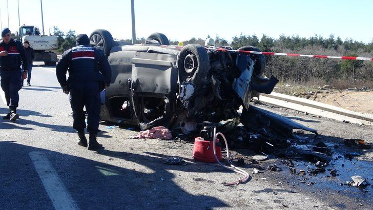 Şile yolunda feci kaza! Otomobil iş makinesine çarptı: 1 ölü, 2 yaralı