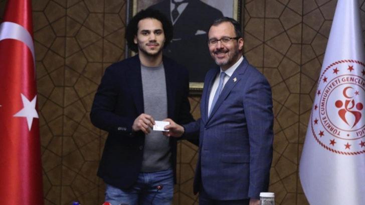 Shane Larkin, Türkiye Cumhuriyeti kimlik kartını aldı
