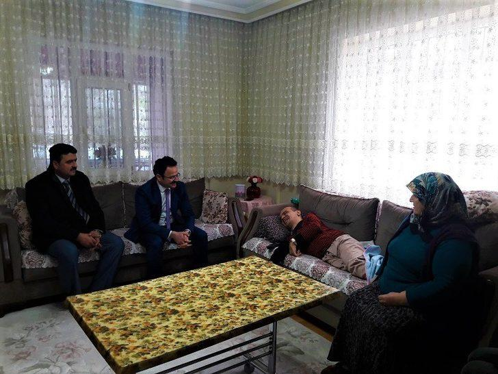 Kaymakam Alkan'dan engellilere ziyaret