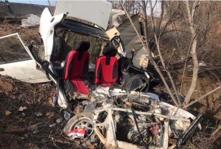 Ankara'da feci kaza! Araba hurdaya döndü