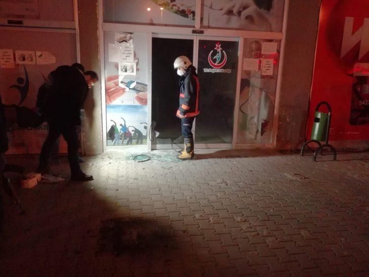 Mersin'de molotofkokteyli atılan sağlık merkezinde yangın çıktı