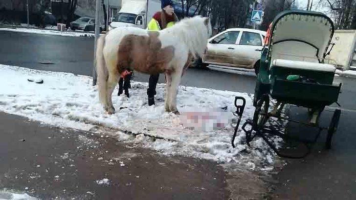 At arabası, otomobille çarpıştı