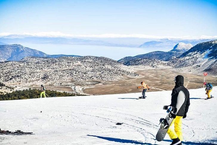 Göl manzaralı kayak keyfi
