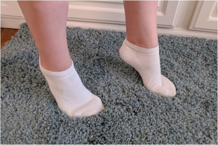 Çocuğunuzun parmak ucunda yürümesi ne anlama geliyor? Sağlık problemi olabilir