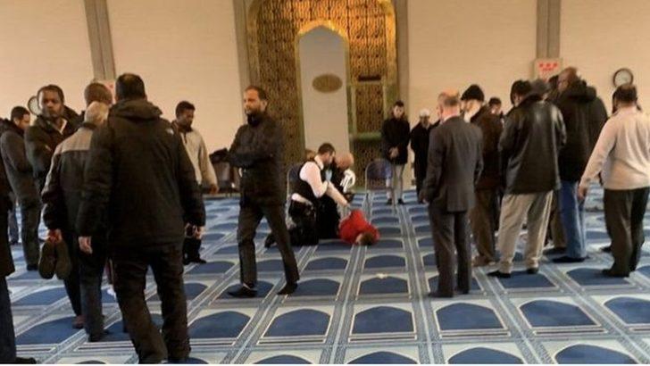 Londra'da bir saldırgan, camide namaz kılan müezzini bıçakladı ile ilgili görsel sonucu
