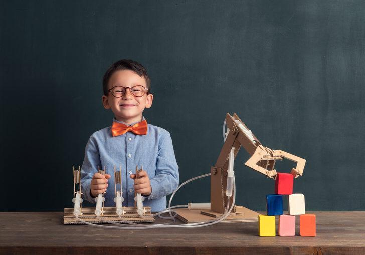 Üstün zekalı çocuklar, diğer çocuklardan izole edilmeli mi?