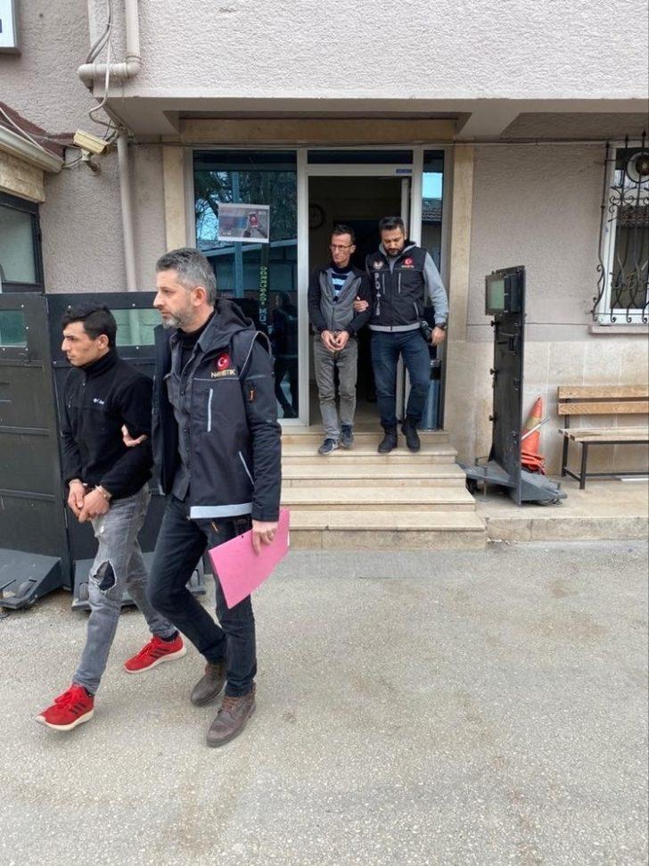 Mustafakemalpaşa'da uyuşturucu satıcıları tutuklandı
