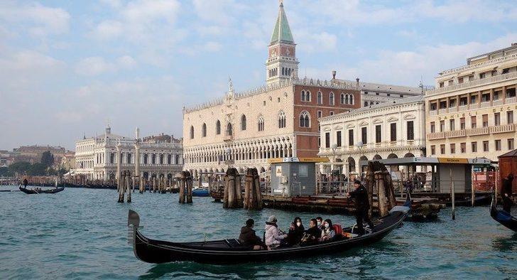 İtalya'da koronavirüs vakalarının görüldüğü bölgelerde giriş ve çıkışlara sınırlama
