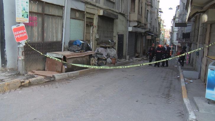 Beyoğlu'nda metruk binada çökme riski