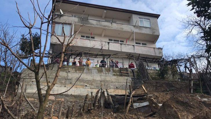 Heyelan nedeniyle 9 kişinin yaşadığı bina boşaltıldı