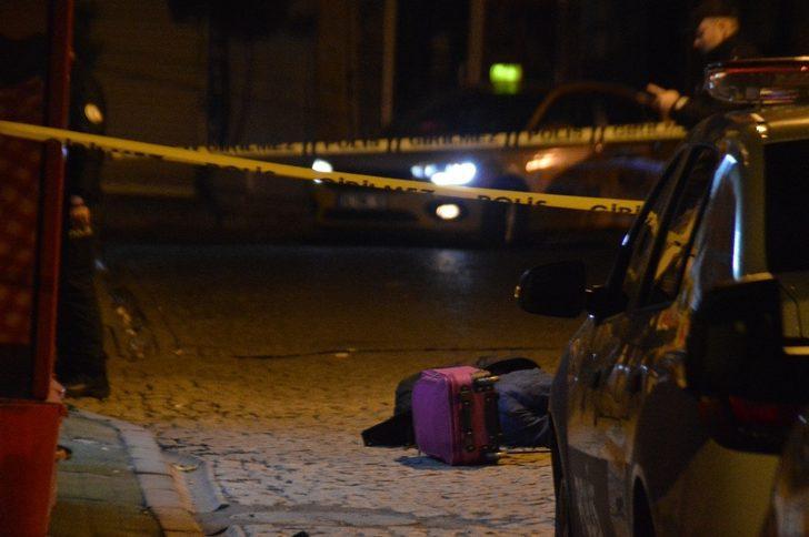 İstanbul'da pencereden düşen bir kişi hayatını kaybetti