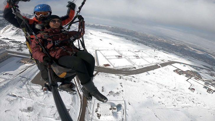 Kayak merkezi Palandöken'de yamaç paraşütü keyfi