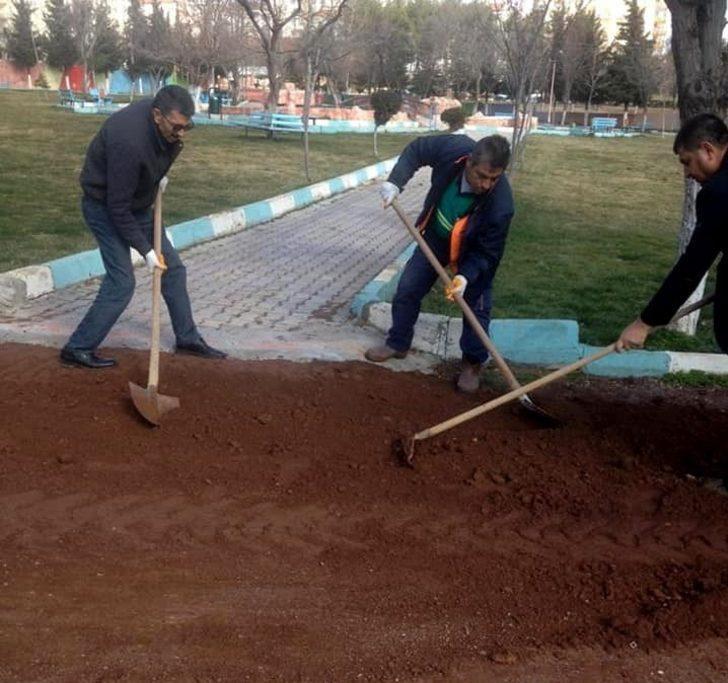 Besni Belediyesi parklarda düzenleme yaptı