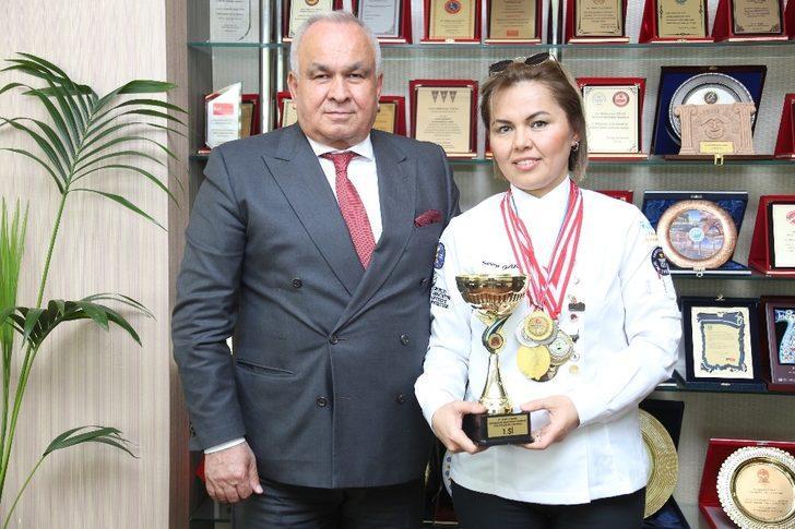 Şampiyon aşçıdan Başkan Tollu'ya ziyaret