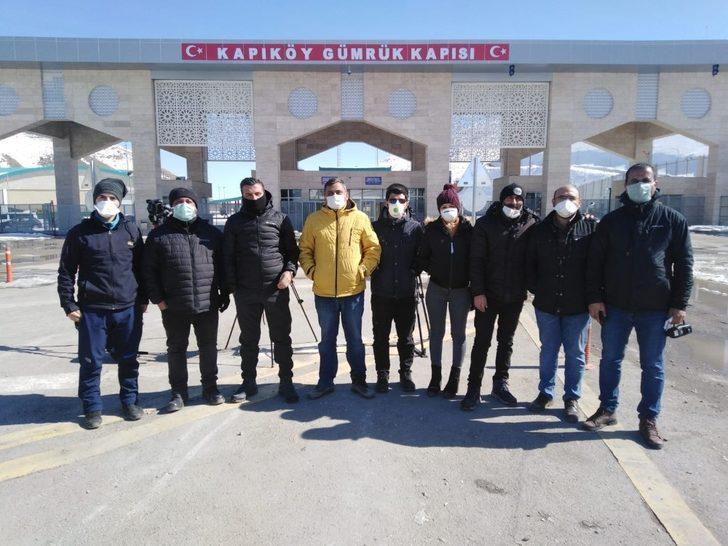 Gazetecilerden korona virüsüne karşı maskeli önlem