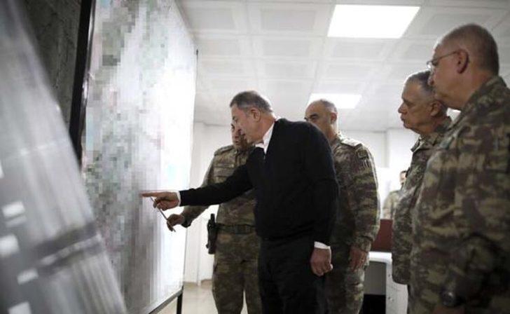 Milli Savunma Bakanı Hulusi Akar ve komuta kademesi sıfır noktasında