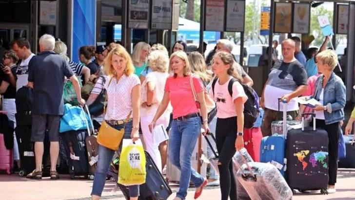 İngiltere güvenli tatil için Türkiye'yi önerdi, turizmcinin yüzü güldü