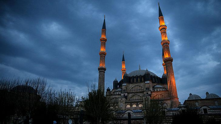Diyanet İşleri Başkanı Ali Erbaş duyurdu: Tüm camilerde Fetih Suresi okunacak