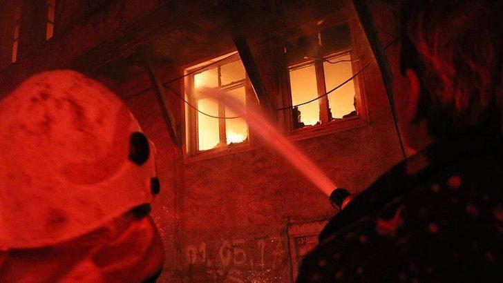 İzmir'de ev yangını! 1 kişi hayatını kaybetti