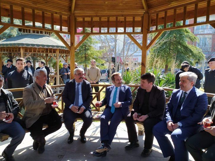 Vali Mantı ve protokol üyeleri emeklilerle bir araya geldi