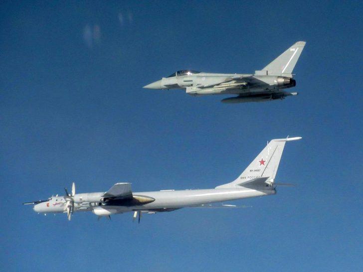 Havada Rusya ve İngiltere uçakları arasında gerilim!