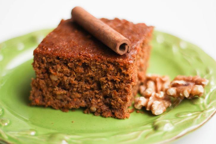 Kokusu mest ediyor: Havuçlu tarçınlı kek tarifi