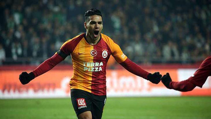 Galatasaraylı yıldız Falcao'ya dev teklif