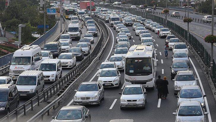 İstanbul'da yağış nedeniyle trafik yoğunluğu oluştu