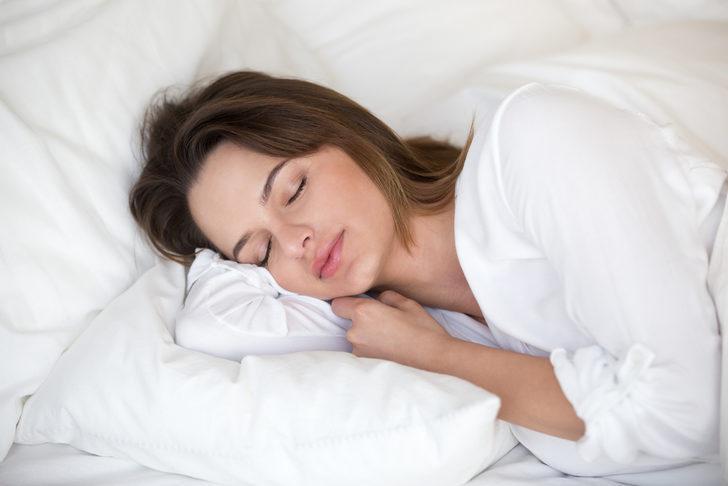 Uyurken 11 bin TL kazanabilirsiniz! İşte hayallerdeki iş ilanı