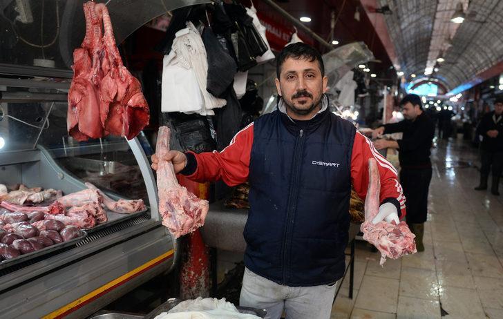 Adana'da dana kellesine yoğun ilgi